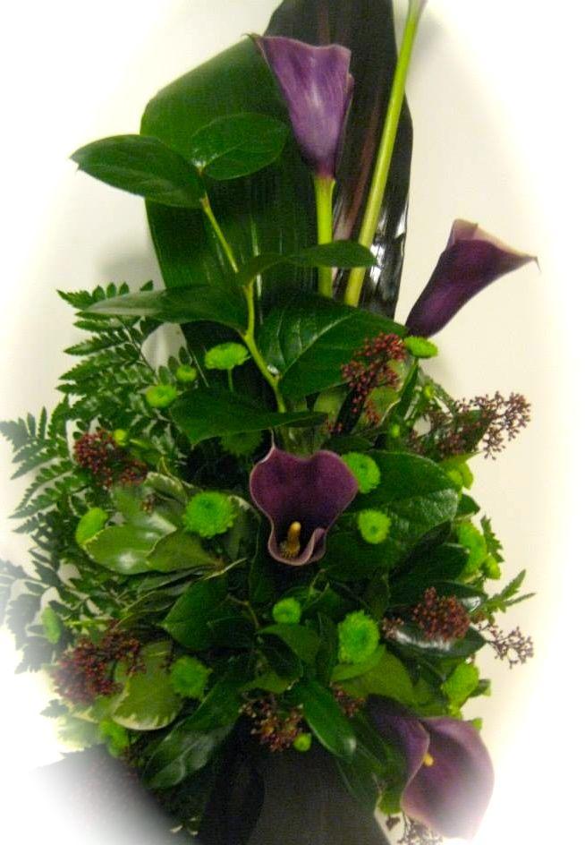 Lilaa kallaa, tummaa skimmiaa, nappikrysanteemiä