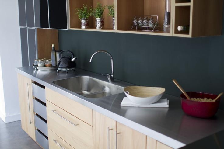 El acero en las cocinas proporcionan confianza y firmeza.