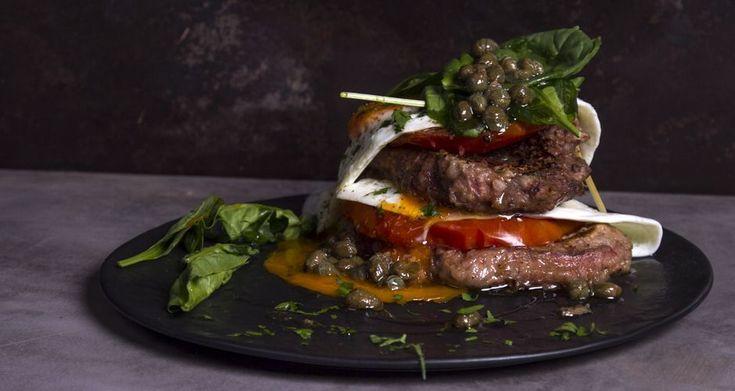 Ο Άκης Πετρετζίκης σας προτείνει τέλειες συνταγές με μοσχάρι που θα αγαπήσετε. Βρείτε όλες τις συνταγές στο akispetretzikis.com και φτιάξτε πεντανόστιμο πιάτα.