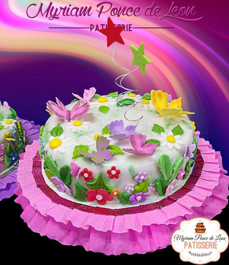 Cake de mariposas y flores de azucar