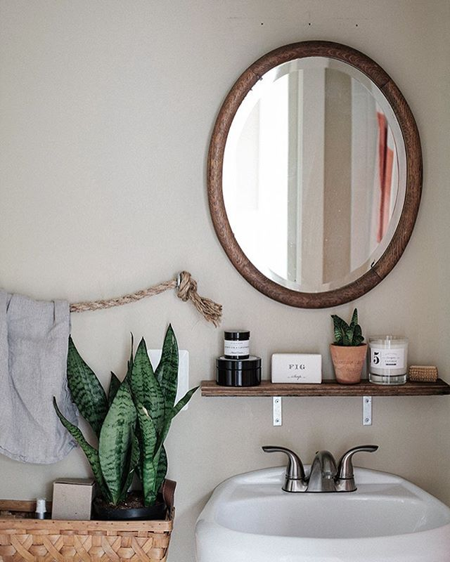 bathroom shelf | @adailysomething on instagram