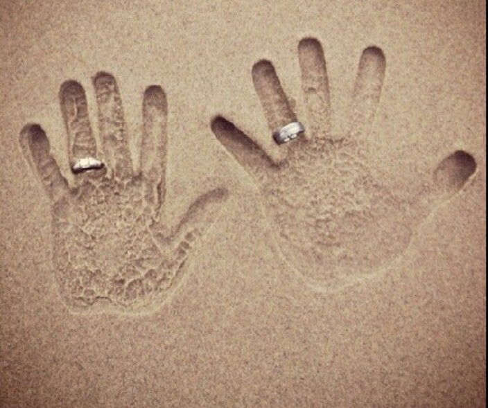 i really want to be proposed to on the beach so im kinda in love with this pic...