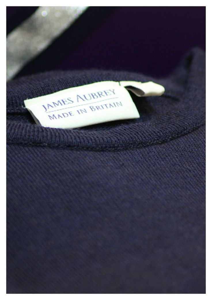 The made in Britain crew neck jumper is crafted from 100% Filivivi Italian merino yarns making this men's solid colour crew neck sweater a super soft, lightweight addition to your wardrobe.