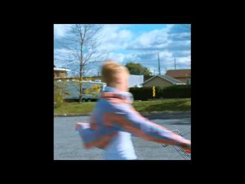 Antoine Olivier-Pilon skateboard (longboard) scene in Mommy (2014)
