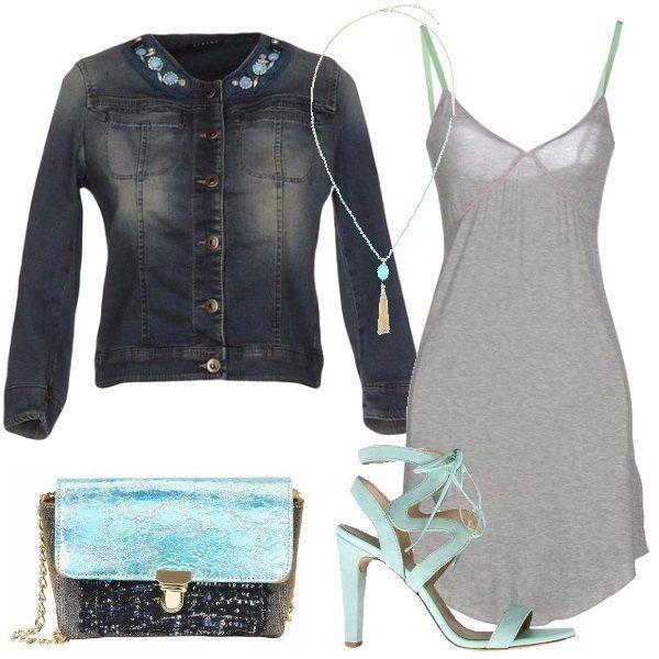 L'abbinamento di giubbotto di jeans e tracollina dà un aspetto trendy a questo outfit: giubbotto corto, délavé, con collo tondo e strass, abito sottoveste, corto in jersey, sandali di pelle scamosciata, con tacco importante, tracolla in lamè e strass, collana in vetro e ferro.