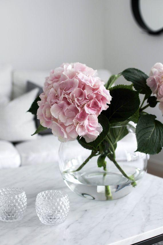 Hübsch angeordnete Horthensien in Glasvase – #tollwasblumenmachen