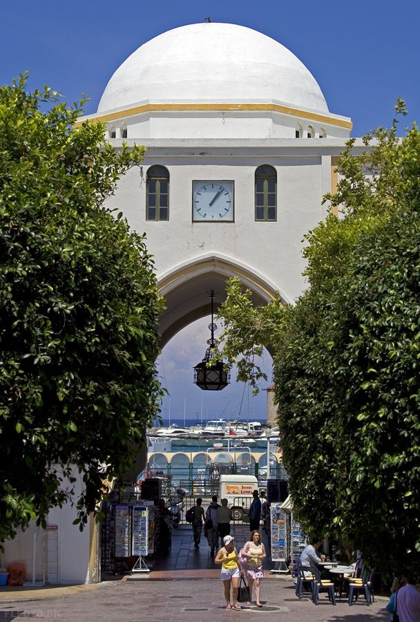 Rhodes Town - #Greece (photo by http://www.panoramio.com/user/174832)