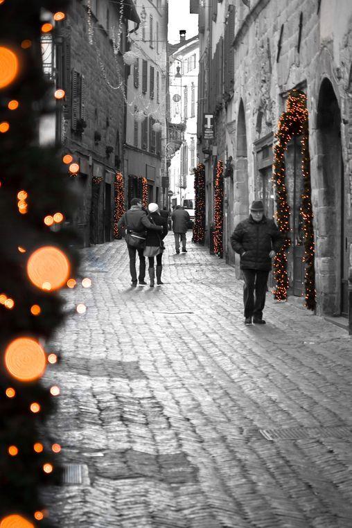 Passeggiando. Vicolo di Città Alta - foto di Pio Rota  --- Questa fotografia partecipa al Concorso Fotografico Bergamo, per votarla condividila dalla pagina Facebook http://on.fb.me/1bfzk4E (la trovi tra i post di altri) e carica anche tu le tue foto su www.orobie.it per partecipare al concorso!