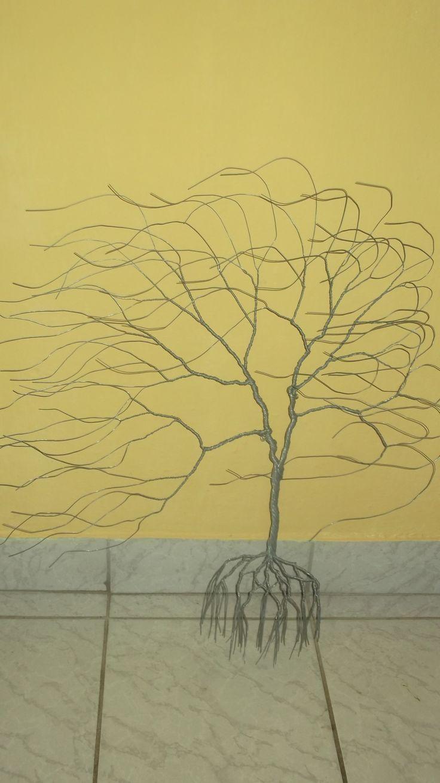 80 cm magas és 70 cm széles horganyzott drótból készült. Fűzfa szélbe.