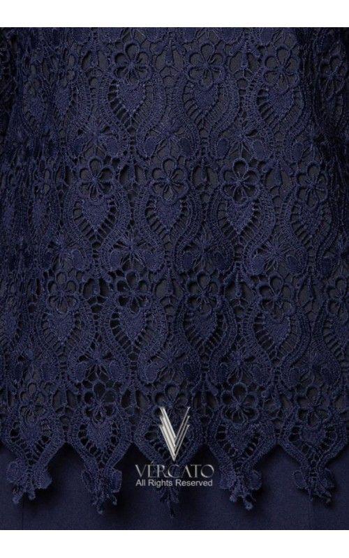 Baju kurung moden oleh VERCATO mengetengahkan rekaan sofistikated dengan perincian dekorasi renda di bahagian baju. Tampil menawan di pagi lebaran dengan menyarungkan baju kurung berinspirasi klasik ini. SHOP here: www.vercato.com