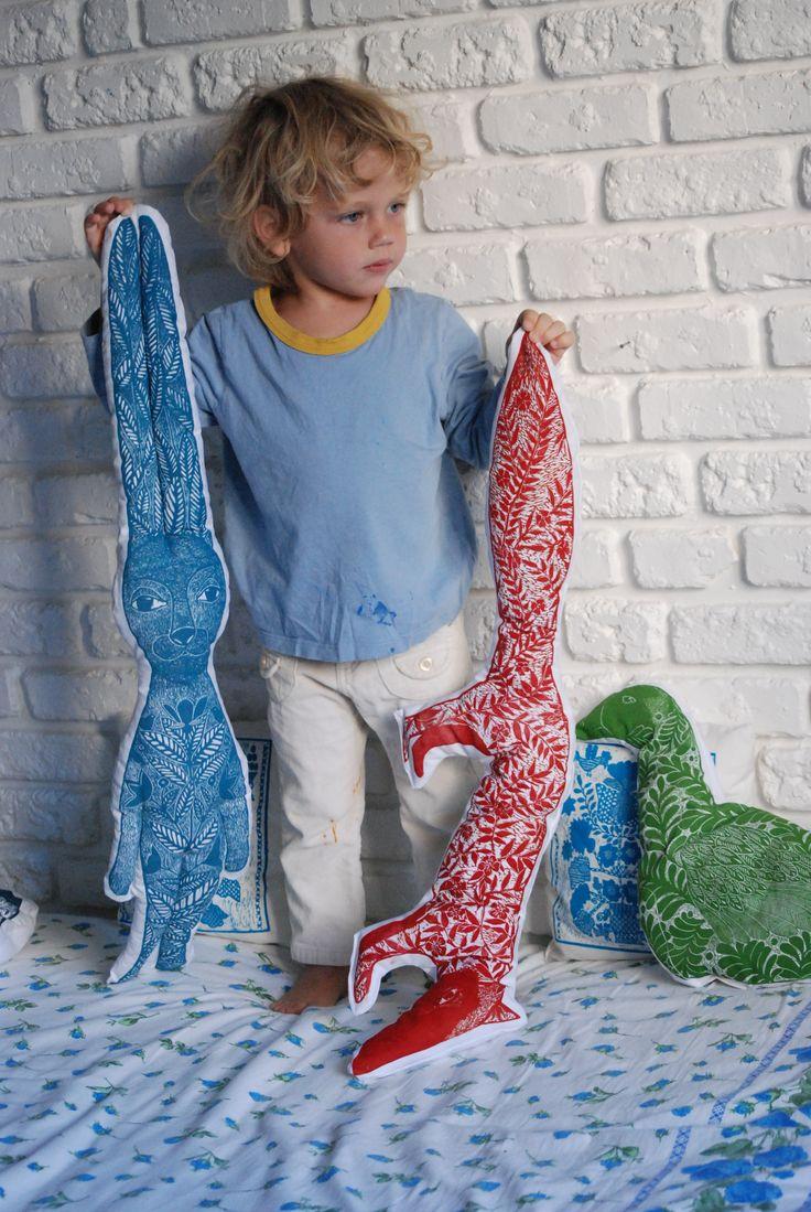nadiiaonyshchenko#nadiyaonyshchenko#linocut#textile#handmadetextile#arttextile#art#gift#present#lovlypresent#thebestpresent#colorlinocut#homedesign#unusualtingsforhome#design#rabbit#toys#rabbitpillow#rabittoy#mysonmatheu#nikolayhcuk