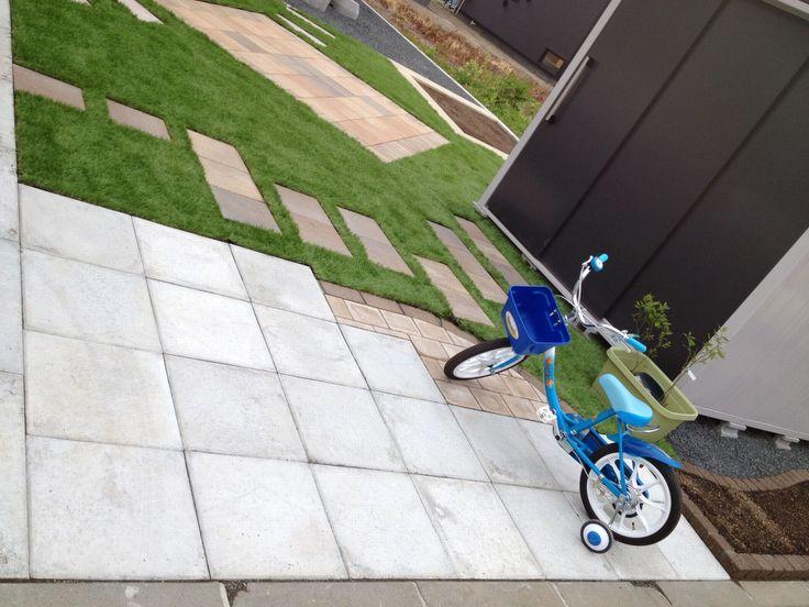 コンクリート平板と人工芝いいね^^