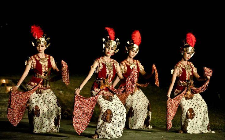 Javanese dancers performs Serimpi Pandelori dance at Ratu Boko Temple in Yogyakarta, Indonesia.