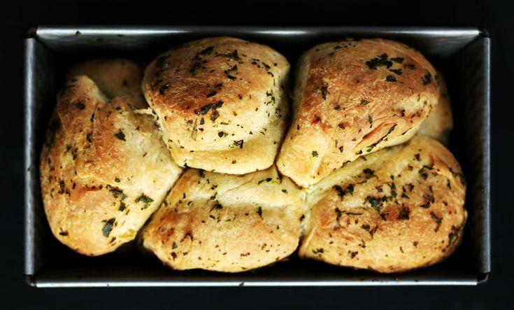 Zöldfűszeres kenyérke