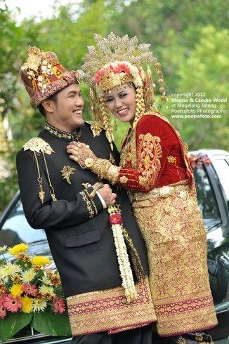 Muslim aceh wedding, Indonesia. Meutia Candra Wedding by Poetrafoto Photography Fotografer Jogja Yogyakarta Indonesia