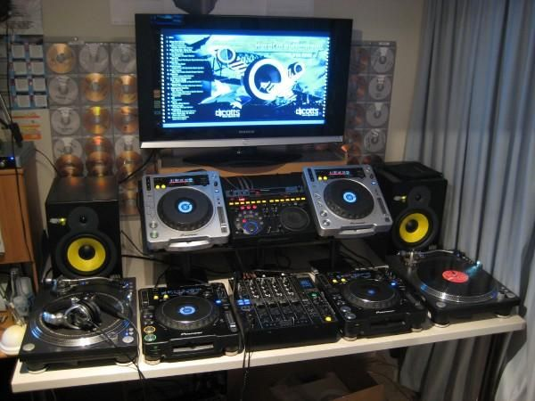 Love this setup!! #housemusic #noteveryoneunderstandshousemusic #LAhouseheads
