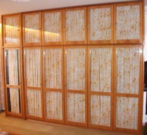 Epic Grosser Kleiderschrank mit Glastueren original er Jahre