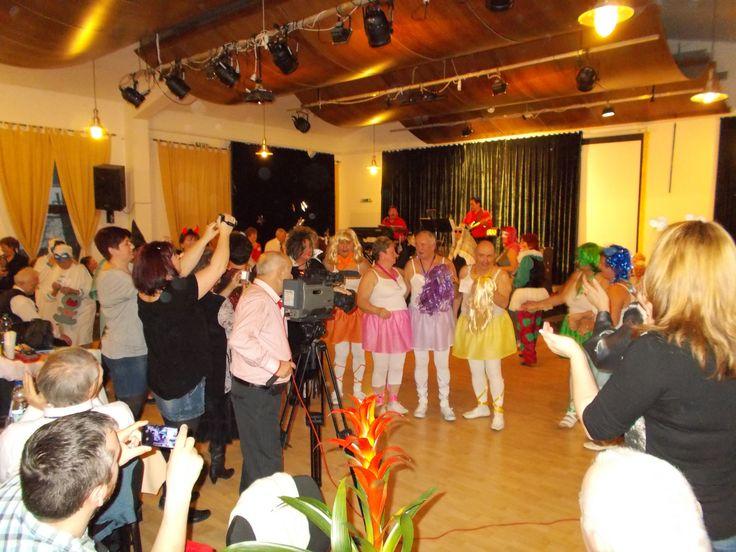 A mai napon megtartotta a Holdvilág-árok Országjáró és Kulturális Egyesület farsangi bálját a Teleki-Wattay Kastély koncert termében. A rendezvény fővédnöke Vicsi László polgármester volt, aki táncra is perdült az esten. A zenét a Sashegyi duó biztosította. 2015.02.15. http://www.pomaz.hu/…/a-holdvil%EF%BF%BDg-%EF%BF%BDrok-orsz…