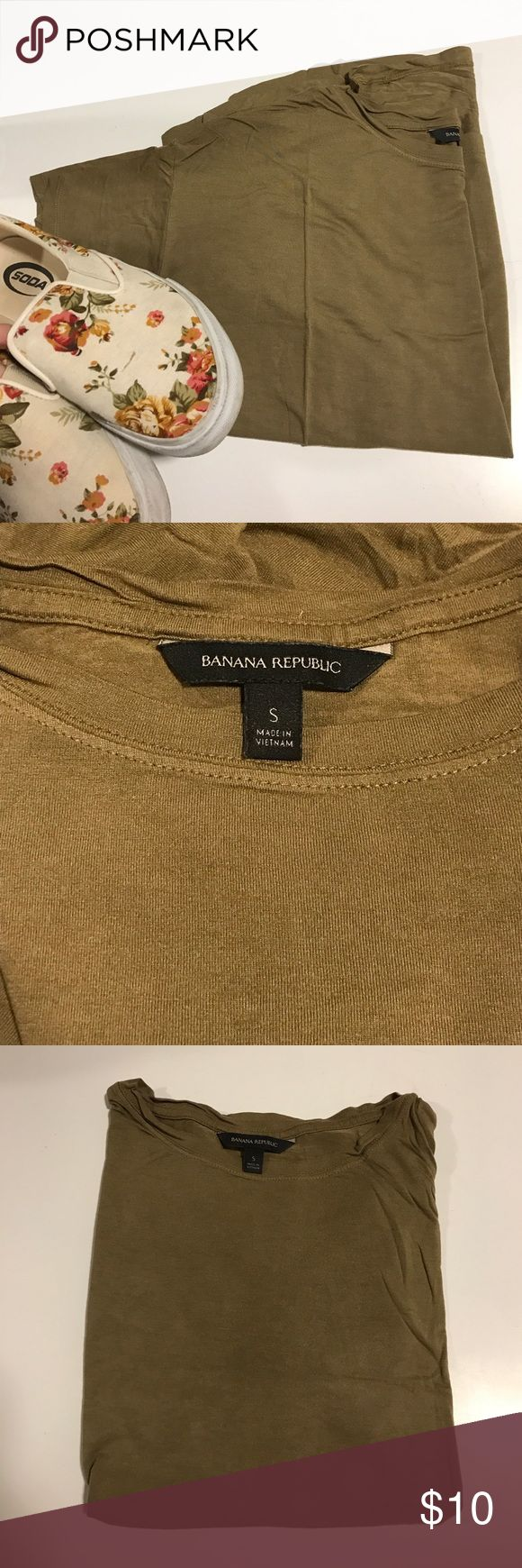 Banana Republic Olive T-Shirt Olive green T-shirt from Banana Republic, size small. Worn only a couple times, perfect condition. Also available in maroon - see other posting. Banana Republic Tops Tees - Short Sleeve