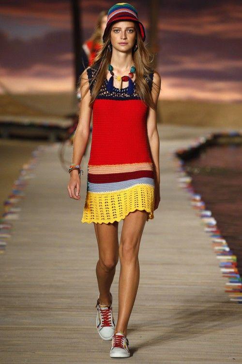 вязаные тренды весна-лето 2016, модный вязаный легкий сарафан на лето, вязаная мода 2016, вязаные вещи сезона (фото 2)
