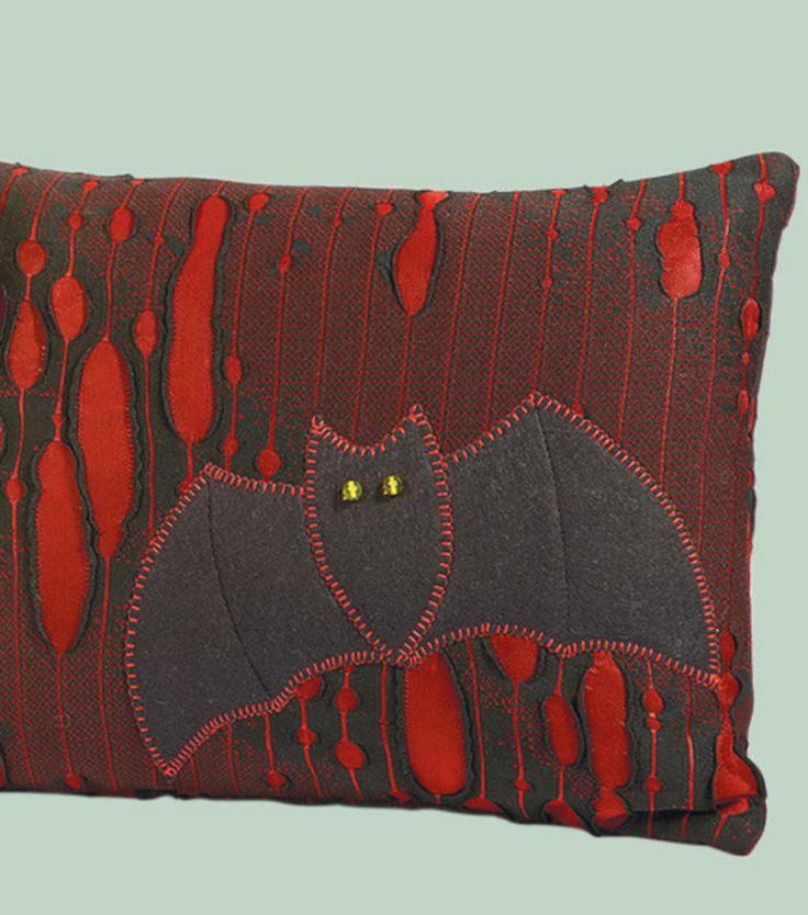 bat pillow project for halloween - Halloween Pillows