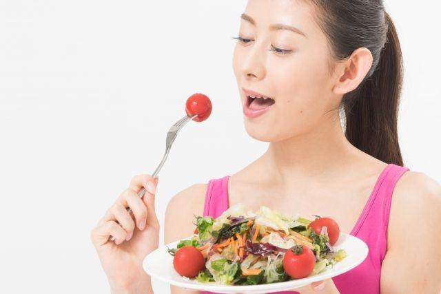 マグネシウムは抗ストレス作用のあるミネラルだと言われています。マグネシウムを摂取することで血糖値を整え、血圧と血流を最適な状態に保ちます。またマグネシウムを摂取すると、筋肉の緊張をほぐし、身体の痛みを和らいだり、神経を落ち着かせてくれる効果もあります。