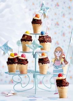 Das Rezept für Funfetti-XS-Cakes in Eiswaffeln gebacken und weitere kostenlose Rezepte auf LECKER.de