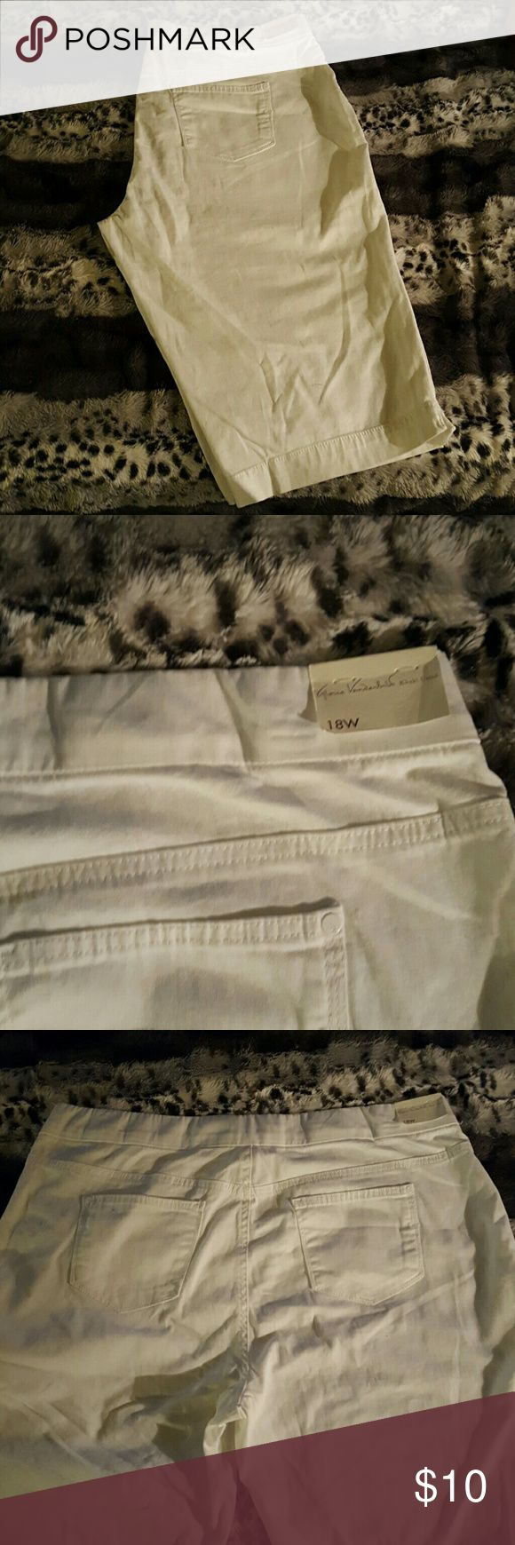 Gloria Vanderbilt NWT white capris plus sz. 18W These are really cute capris their new with the tag attached from Gloria Vanderbilt khaki United. There plus size 18 inseam measures 14. 5 inches. We have a nice wide elastic waistband, faux front pockets and faux front zipper. The two back pockets are real pockets. Gloria Vanderbilt Pants Capris