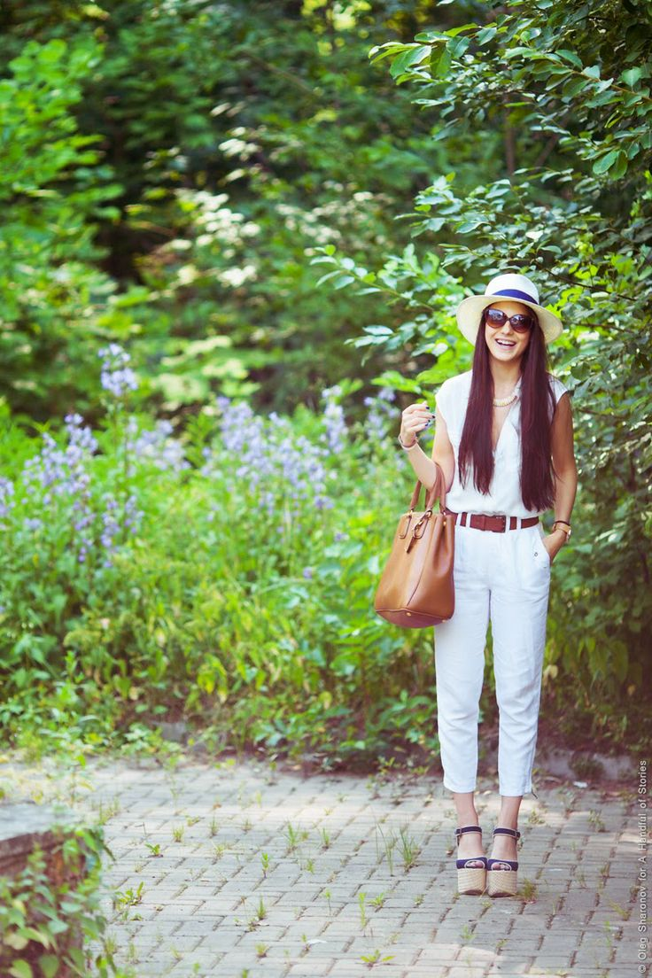 white summer outfit blogger brown prada linen pants outfit ideas topshop wedges blue hat