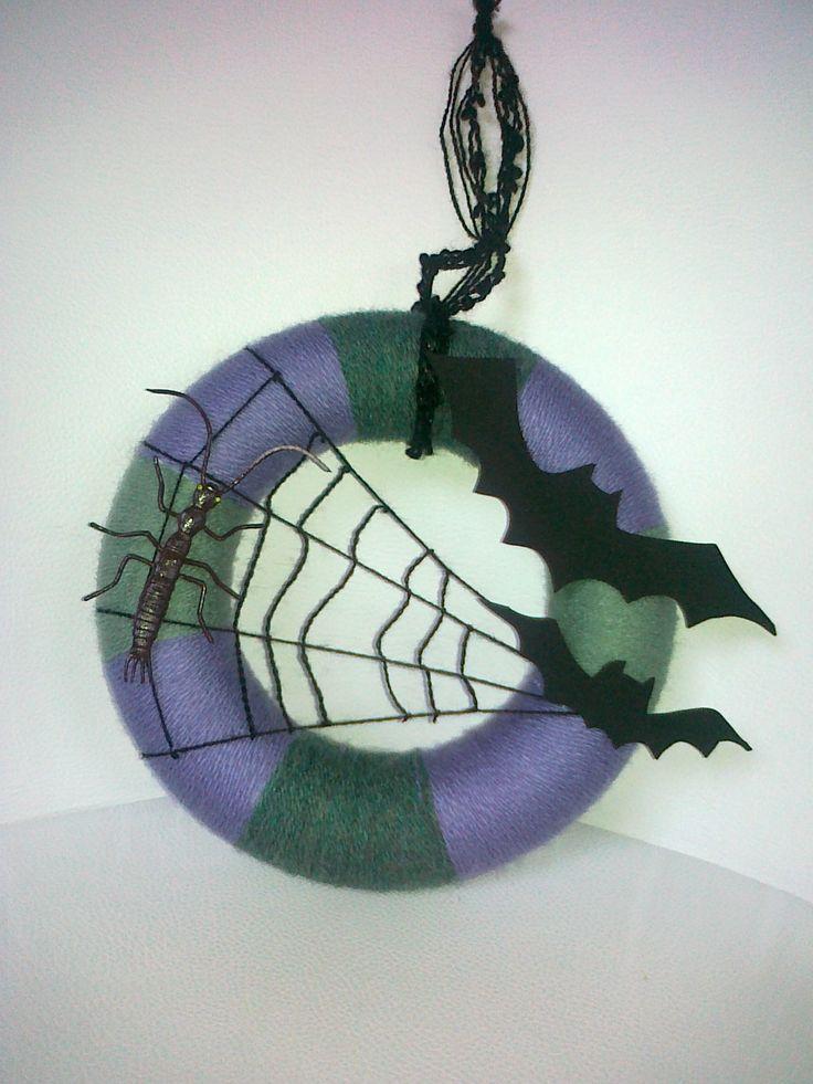 yarn wreath with bat ;)