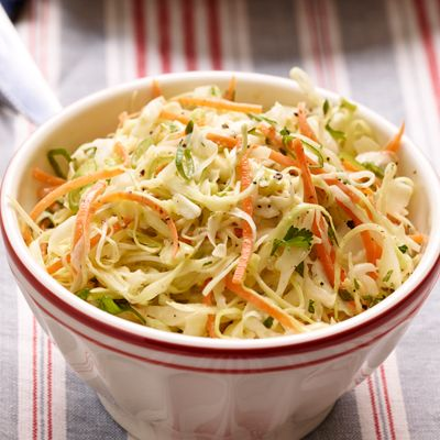 Coleslaw - salade van witte kool en wortel. Bijgerecht, 4 personen