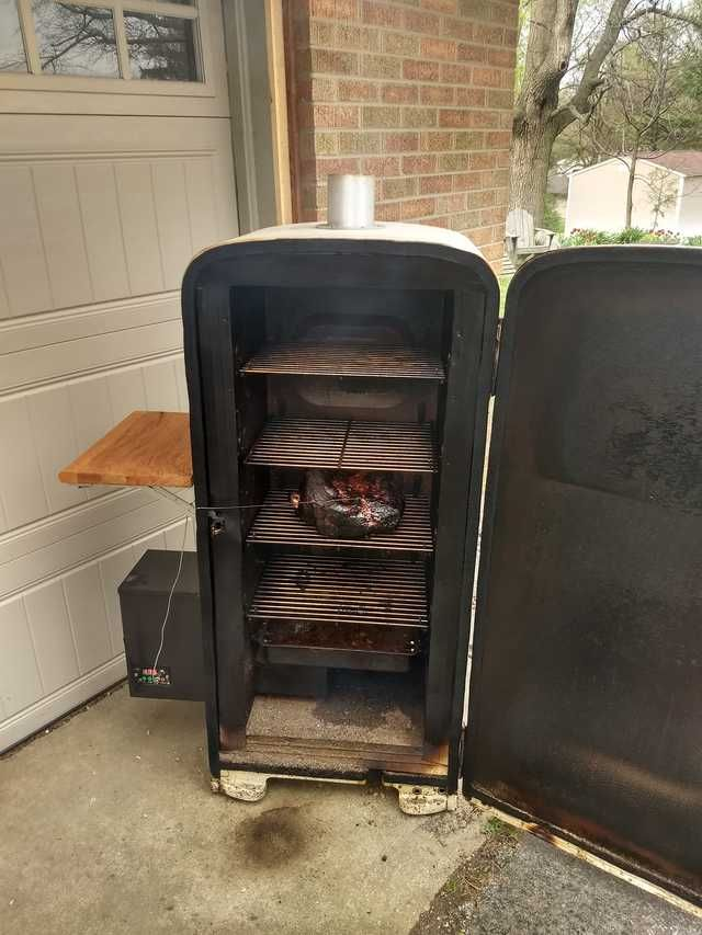 Upcycled 1950s Refrigerator Into An All Season Smoker Old Refrigerator Homemade Smoker Pellet Smokers