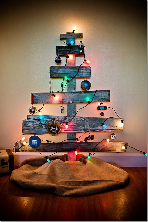 Christmas tree idea, use old fence pickets to make trees, paint with bright colors for yard decoration