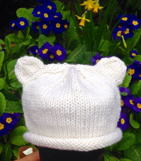 How to: Knit a bear-y cute hat for a newborn. Free knitting pattern.