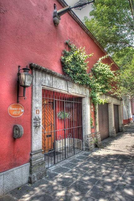 Francisco Sosa 104, Coyoacan by rbuylla, via Flickr  -------------------------------------- Inspiración para Nexodo.
