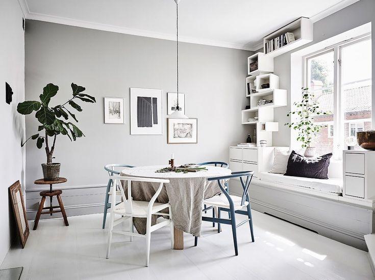 Platsbyggt med sittbänk – Naders Bergstedt/Entrance – Husligheter