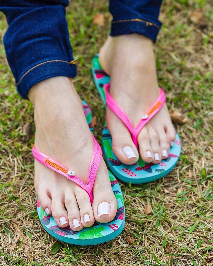 @lara_belospes #footmodel #feetnation #prettyfeet #pedicure #lovefeet #nails #lovefeet #whitefeet #barefoot #pies #toes #prettytoes #feeteverywhere #pezinhos #perfectfeet #lovenails #prettynails...