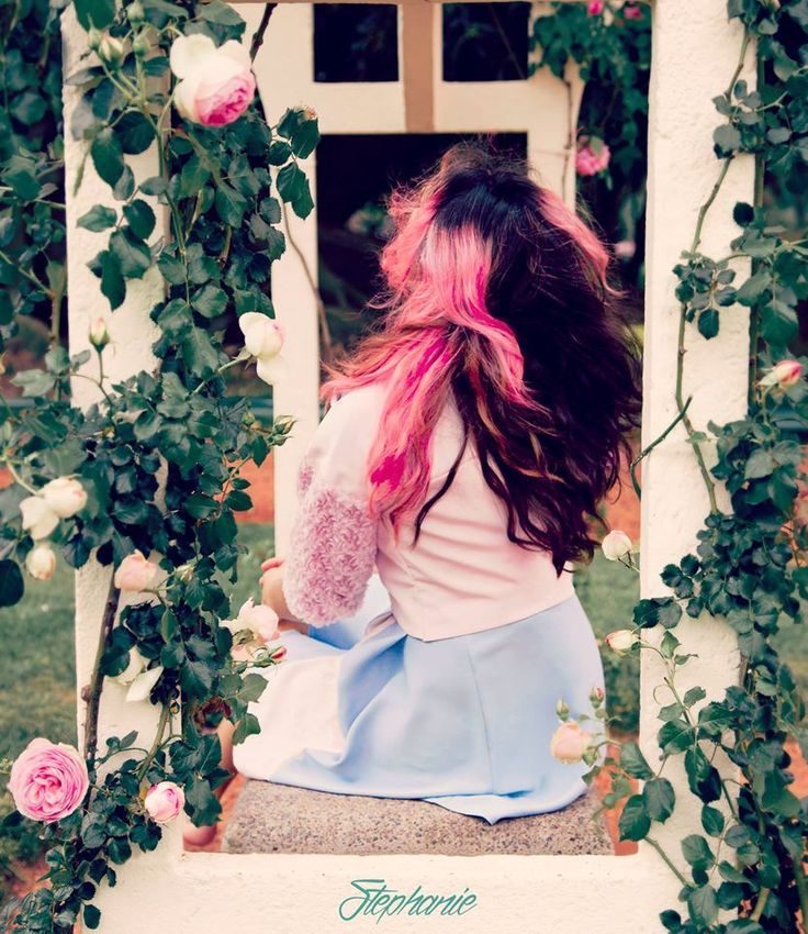 Fashion, hair coloured, pink. Pink hair. Roses. Alice in wonderland. Beauty. Girl. Rosedal, buenos aires. Cabello rosa.
