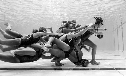 EN IMAGES. Les plus beaux clichés du concours Sony World Photo - L'Express Colombie. Equipe nationale de rugby subaquatique à l'entrainement. Camilo DIAZ