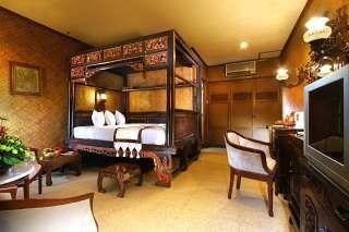 Ingin merasakan sensasi Bali di Yogyakarta? Menginap saja di Puri Artha Hotel. Hotel bintang 3 ini hadir dengan kombinasi desain khas Bali dan Jawa. Furnitur kayu berpelitur, ranjang unik berkelambu, serta meja rias besar yang penuh ukiran menjadi bagian dari kamar-kamar tamu yang tersedia di Puri Artha Hotel. Pesan langsung disini http://www.voucherhotel.com/indonesia/yogyakarta/337635-puri-artha-hotel-yogyakarta-yogyakarta/