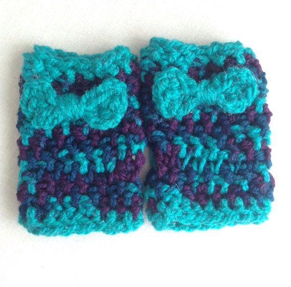 Fingerless crochet mint bow gloves on Etsy, $12.00