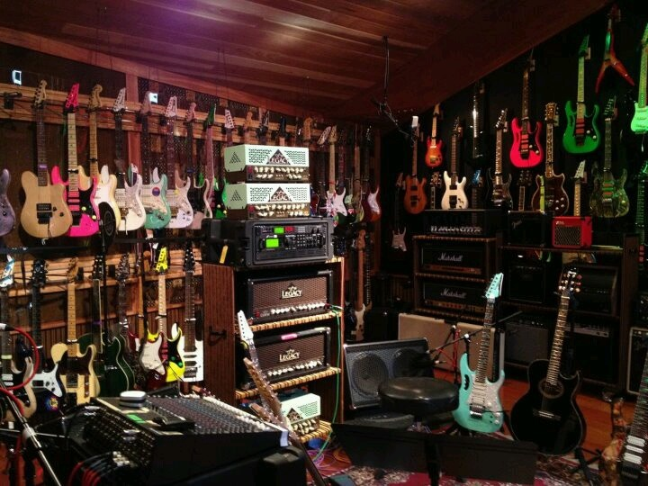vai 39 s jam room guitars music steve vai guitar room guitar storage. Black Bedroom Furniture Sets. Home Design Ideas