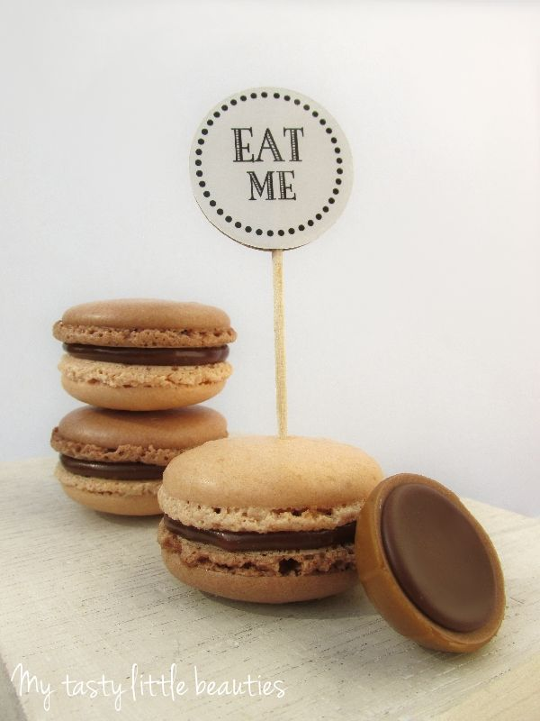 Toffifee Macarons mit Toffifee-Butter-Sahne-Haselnuss-Creme - http://mytastylittlebeauties.de/2014/09/toffifee-macarons/ (Butter Brownies Cake)