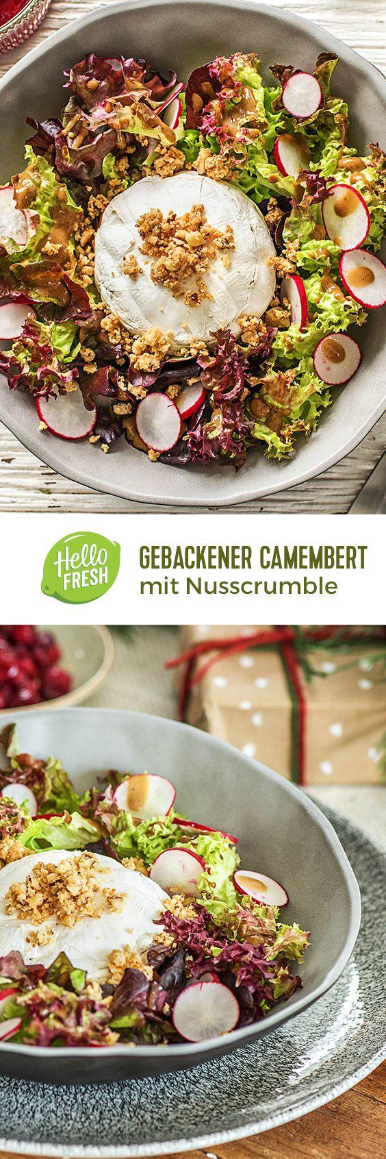 Gebackener Camembert mit Nusscrumbleauf Radieschen-Salatbett und Balsamico-Senf-Dressing.