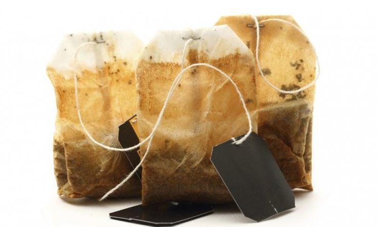 Luego de leer este artículo seguro que no volverás a tirar a la basura las bolsas de té usadas. Sigue leyendo para aprender cómo obtener el máximo provecho de ellas, utilizándolas de múltiples formas.Nutre y cuida tu jardín1. Evita la formación de hongosColoca las bolsas de té usadas dentro de un cubo con agu