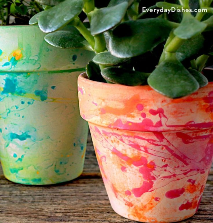 All it takes is a flick of your paintbrush and a spritz of water to make colorful splatter paint pots. - Everyday Dishes & DIY