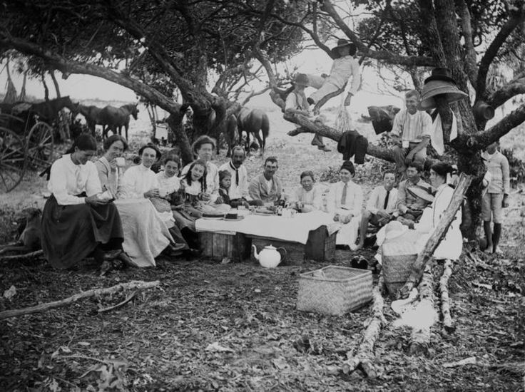 A family picnic with cups of tea in Queensland, c. 1900. (Photo: State Library of Queensland/Public Domain)