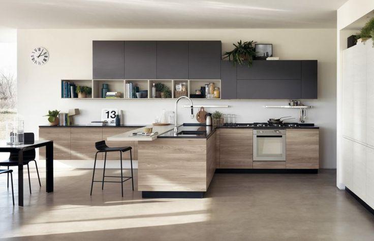cuisine noire et bois avec mobilier de design italien par Scavolini