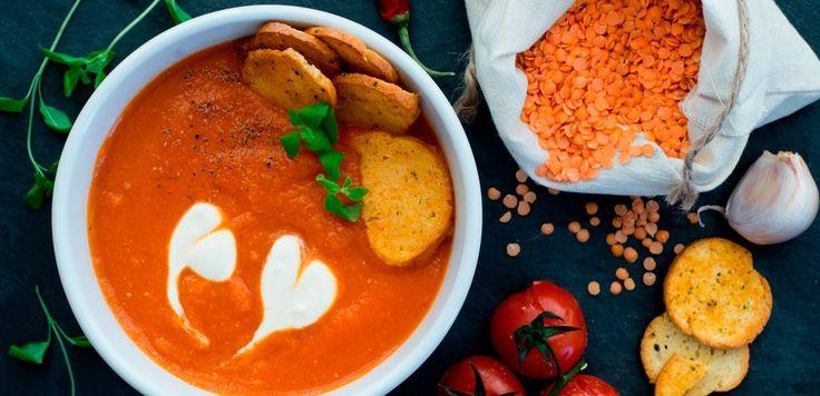 La ricetta facilissima della zuppa di lenticchie rosse e curcuma, veloce e semplice da preparare, perfetta per l'autunno!