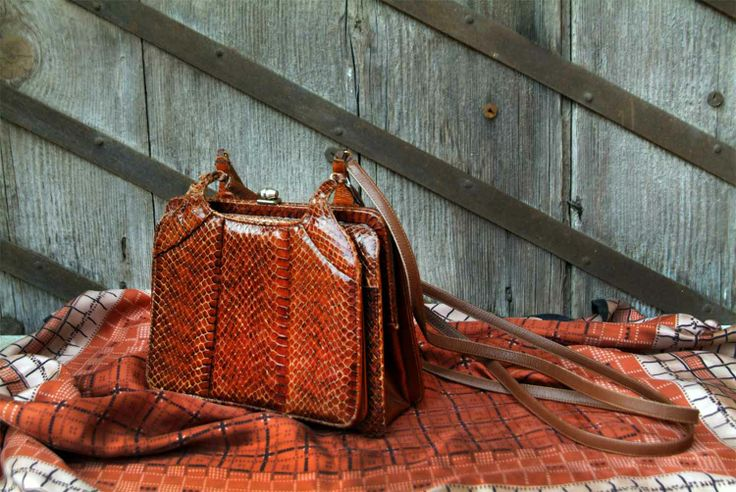 Beautiful vintage rigid shoulder bag made of genuine snake skin. It has three internal compartments with zip pocket. http://www.vitrinevintage.com/product-details.php?id=2219